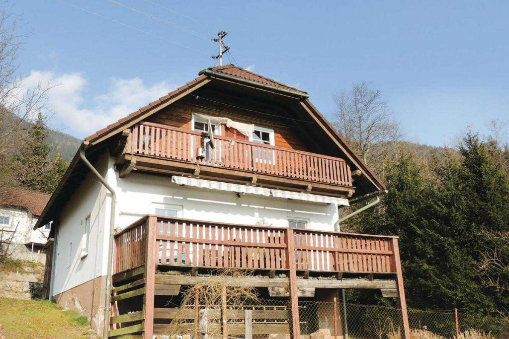 Beautiful home in Weissenstein w
